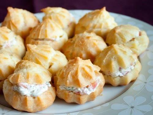 Профитроли с рыбой и творожным сыром