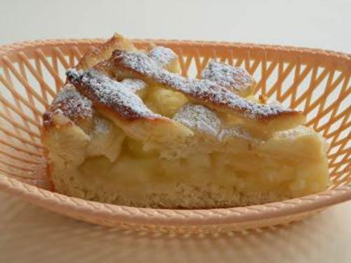 Яблочный пирог с карамелью и грецкими орехами